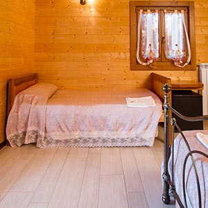 Double room with en-suite bathroom at a farmhouse in Castiglion Fiorentino